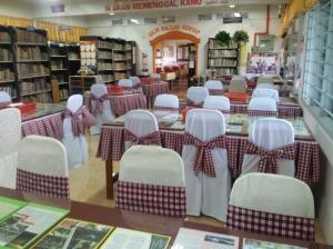 Ruang bacaan yang menarik dan selesa menggamit pengunjung